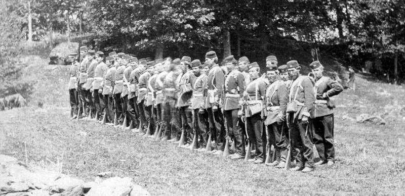 Canadian troops prepare to repel Fenian invaders. (Image source: WikiCommons)