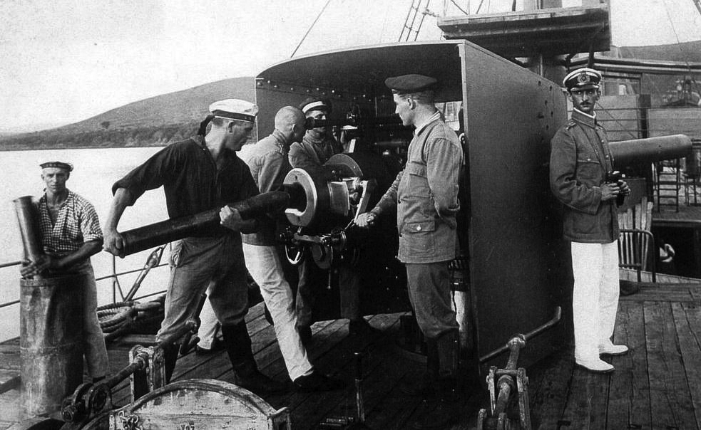 Gunners aboard the Imperial German warship Graf Goetzen prepared to fire on Allied gunboats during a battle on Lake Tanganyika in Africa.